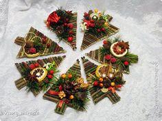 A Christmas Tree or Three Primitive Christmas, Rustic Christmas, Simple Christmas, Winter Christmas, Christmas Time, Christmas Craft Fair, Christmas Photos, Decoration Table, Xmas Decorations