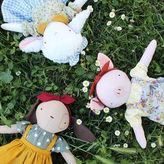 A coleção de primavera estará disponível na semana que vem e já  aviso que está de parar o coração 💛🌼 . . . . . #softtoy #handmadedoll #ragdoll #heirloomdolls #faitmain #artisanat #feitoamao #poupeechienne #porcelette #sheepdoll #puppydoll #pigdoll #nurserydecor #babygirl #kidsroomdecor #primavera #printemps #instababy #dodolafaitmain Christmas Ornaments, Holiday Decor, Home Decor, Made By Hands, Baby Dolls, Dressmaking, Handicraft, Handmade, Spring