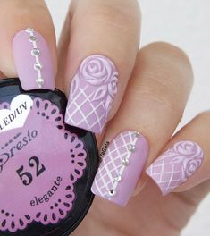 Forms of nails and colors of the nails that are popular are changing constantly, however, there are some classics like this shape which has been since ever popular.