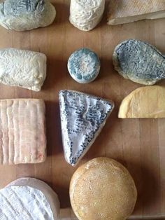Fromages bretons Cheese Cave, Queso Cheese, Wine Cheese, Milk Recipes, Cheese Recipes, Charcuterie, Fondue, French Cheese, Gourmet Cheese
