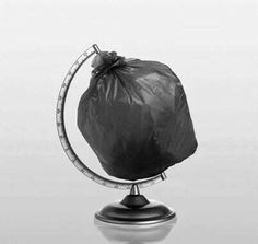 Save the planet trash art – Ocean Trash Save Our Earth, Save The Planet, Art Environnemental, Poesia Visual, Trash Art, Plastic Pollution, Environmental Art, Everyday Objects, Cultura Pop