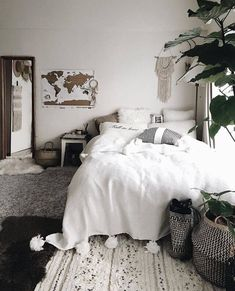 40 Unique Bohemian Bedroom Decoration Ideas 10 Moving again Bohemian Bedroom Decor Bedroom Bohemian Decoration Ideas moving Unique Stylish Bedroom, Cozy Bedroom, White Bedroom, Dream Bedroom, Modern Bedroom, Minimalist Bedroom, Master Bedroom, Bohemian Decoration, Bohemian Bedroom Decor