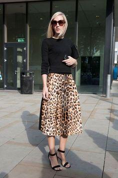 Streetstyle Fashion Week printemps été 2015: jupe midi léopard... ...réépinglé par Maurie Daboux ღ¸.•*¨`*•..¸