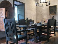 Avila Adobe House's dining room, the oldest existing house in Los Angeles Mexican Furniture, Santa Fe Style, Adobe House, Southwestern Decorating, Dining Area, Dining Rooms, Los Angeles Homes, Southwest Style, Smart Design