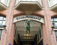 Hamburg Levantehaus Eingang.jpg