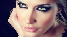 Cat eye makeup. Perfect to go with the Cheshire cat