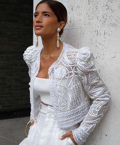 People, how mega nice 🖤 I think that& a bomb outfit for the . - People, how mega nice 🖤 I think that& a bombshell outfit for that - Style Couture, Couture Fashion, Estilo Hippie, Glamour, Baroque Pearls, Elegant Outfit, Mode Inspiration, White Fashion, Fashion Details