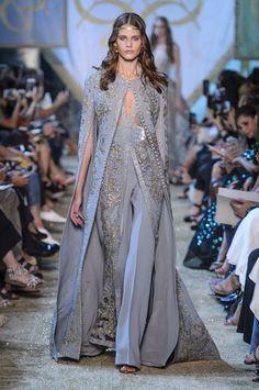 Elie Saab Fall 2017 Couture Fashion Show - The Impression Elie Saab Couture, Couture Mode, Style Couture, Couture Fashion, Runway Fashion, Fashion Week, High Fashion, Fashion Show, Fashion Design