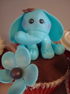 This little baby elephant was the focus of a cupcake tower for a good friend's baby shower! Decorated Cupcakes, Fancy Cupcakes, Pretty Cupcakes, Beautiful Cupcakes, Yummy Cupcakes, Gorgeous Cakes, Cupcake Icing, Cupcake Cakes, Baking Tips