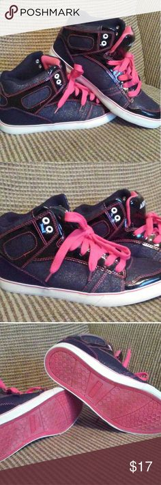 Sz. 10 Airwalk high top sneakers Sz. 10. Barely used high top tennis shoes. Really cute and comfy. Pink and black with glitter fabric on front. Airwalk Shoes Sneakers