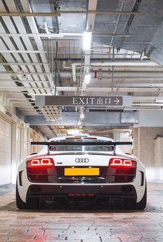 Image viaAudi viaVisit The MACHINE Shop Café. ❤ Best of Audi @ MACHINE. ❤ (Brutal Audi Coupé Supercar)Image viaquestion this product is a car that will dri Ferrari, Lamborghini, Audi Sport, Sport Cars, Rolls Royce, Porsche, Audi R8 V10, Forged Wheels, Mc Laren