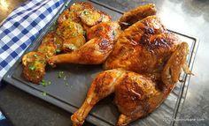 Pui la cuptor reteta simpla si rapida. Pui fript, rumen si suculent, despicat si aplatizat, numit si pui crapat sau spatchcocked, butterflied chicken. Untul