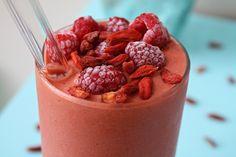 6 New summer dessert recipes! Raw Vegan Smoothie, Berry Smoothie Recipe, Raspberry Smoothie, Healthy Smoothies, Healthy Drinks, Detox Drinks, Summer Dessert Recipes, Raw Desserts, Raw Vegan Recipes