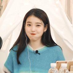 Girl Photo Poses, Girl Photos, Korean Actresses, Korean Actors, Snsd Yuri, Girls Twitter, Peinados Pin Up, Princess Aesthetic, Cute Poses