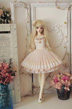 Pretty Dolls, Cute Dolls, Beautiful Dolls, Doll Dress Patterns, Clothes Patterns, Sewing Patterns, Doll Videos, Enchanted Doll, Kawaii Doll