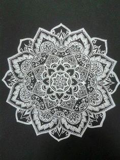 Mandala tattoo, net boven de elleboog?