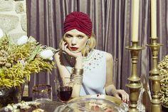 Tres looks perfectos para una invitada de boda: top de Moschino. #moda #turbante