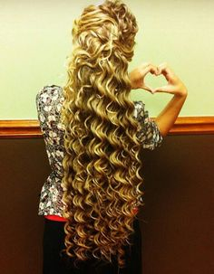 Amazing spiral curls on super long hair. Long Curls, Super Long Hair, Long Curly Hair, Curly Hair Styles, Permed Hairstyles, Pretty Hairstyles, Church Hairstyles, Beautiful Long Hair, Gorgeous Hair