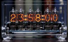 love it Nixie Tube, Steampunk Clock, Steampunk Design, Steampunk Furniture, Digital Clocks, Desk Setup, Vacuum Tube, Diy Electronics, Neon Lighting