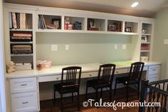Compact Study Room Designs To Help Your Kids Study. Study Room For Teenager Built In Desk, Built Ins, Home Office Design, House Design, Kids Homework Station, Kids Homework Room, Homework Center, Kids Office, Basement Office