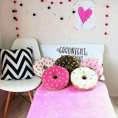 DIY Donut Pillow w/ Strawberry Frosting How to Make Cute Pillows, Diy Pillows, Cushions, My Room, Girl Room, Diy Room Decor, Bedroom Decor, Home Decor, Bedroom Chair