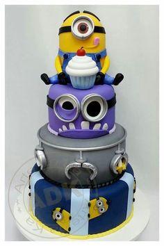 Preciosa tarta para fiesta de cumpleaños Minions. #tarta #Minions