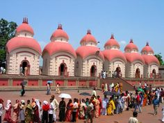 Food, Travel and Life Tourist Places, Places To Travel, Places To Visit, Temple Indien, Modern India, The Second City, Indian Architecture, India Colors, Hindu Temple