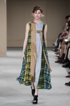 EZUMi 2020年春夏コレクション | 東京 Tartan Fashion, Quirky Fashion, Diy Fashion, Fashion Show, Fashion Dresses, Womens Fashion, Fashion Design, Fashion Trends, Fashion 2020