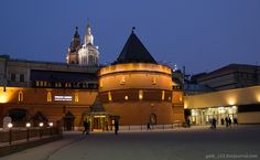 Оригинал взят у galik_123 в Театральный проезд в Москве Большой театр (главное здание), ампирный фонтан в центре площади (1835, И.П. Витали), памятник Карлу Марксу (1961, Л.Е.…