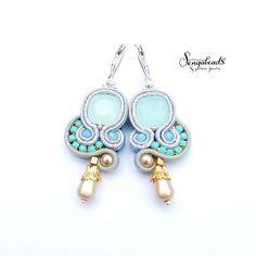 Opale chiaro blu piccoli orecchini con ganci di Sengabeads su Etsy