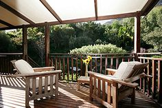 HOUT BAY HIDEAWAY, Hout Bay, Cape Town - This luxurious retreat boasts comfort and pleasure in a unique sophisticated atmosphere. Each private, spacious apartment has access to the wild garden and salt water swimming pool.