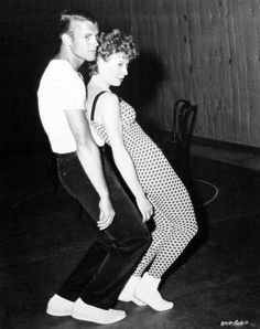 Tab Hunter and Gwen Verdon rehearse a dance number for Damn Yankees! Shall We Dance, Lets Dance, Jazz Dance, Dance Art, Tab Hunter, Bob Fosse, Damn Yankees, Dance Legend, Dance Numbers