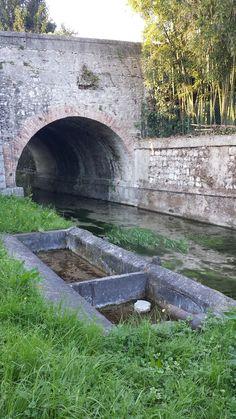 Antico ponte e lavatoio comune lungo Roggia Codafora.