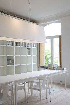 perfectly white studio with great storage and lighting. Mirip interior sbh kntr design grafis.