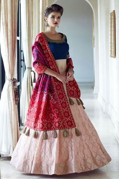 Lengha Blouse Designs, Choli Designs, Fancy Blouse Designs, Stylish Dress Designs, Stylish Dresses, Lehenga Designs Latest, Indian Gowns Dresses, Indian Fashion Dresses, Indian Designer Outfits