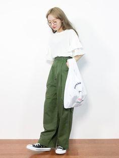 KBFのTシャツ・カットソー「KBF ティアードスリーブTEE」を使ったりっぴー(ZOZOTOWN)のコーディネートです。WEARはモデル・俳優・ショップスタッフなどの着こなしをチェックできるファッションコーディネートサイトです。