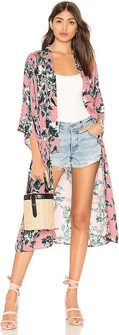 online shopping for Splendid Painted Floral Kimono from top store. See new offer for Splendid Painted Floral Kimono Look Kimono, Kimono Outfit, Kimono Cardigan, Chiffon Kimono, Floral Kimono, Looks Plus Size, Bikini Cover Up, Leggings, Look Fashion