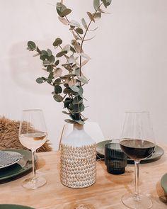 """MALA - THE CONCEPT STORE auf Instagram: """"ROT oder WEISS? 🍷🍇 Was kommt bei euch heute Abend auf den Tisch? Oder müsst ihr wie wir immer 2 Flaschen Wein öffnen um jeden glücklich zu…"""" Coffee Maker, Concept, Instagram, Wine, Flasks, Red, Table, Coffee Maker Machine, Coffee Percolator"""