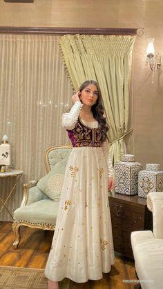 Asian Wedding Dress Pakistani, Beautiful Pakistani Dresses, Pakistani Fashion Party Wear, Pakistani Dresses Casual, Indian Wedding Outfits, Pakistani Dress Design, Dress Indian Style, Indian Fashion Dresses, Indian Designer Outfits