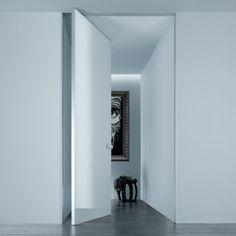 Aura glazen taatsdeuren, ontworpen door Giuseppe Bavuso, combineert strenge esthetiek met innovatieve functies.De deur sluit door middel van een nieuw en volkomen .. -