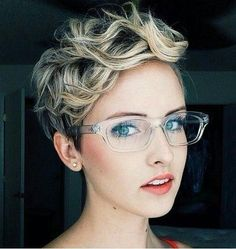 45 Devastatingly Cool Haircuts For Thin Hair: Sweet Two-Tone Pixie