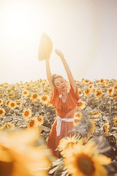 The lavender fields of Provence are something everyone must see at least once. Sunflower Field Pictures, Sunflower Field Photography, Portrait Photography, Creative Photography, Sunflower Fields, Felder, Photoshoot Inspiration, Senior Pictures, Flower Feild
