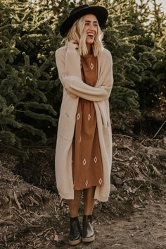 Knee length Dresses for Women - Embroidered Dresses Modest Outfits, Boho Outfits, Modest Fashion, Boho Fashion, Cute Outfits, Fashion Outfits, Earthy Fashion, Hipster Outfits For Women, Irish Fashion