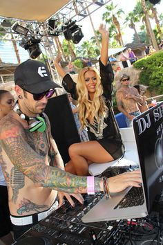 Aubrey ODay flaunts her curves at Hard Rock pool party