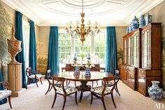 A Classic Colonial Revival by Miles Redd - The Glam Pad Dark Blue Dining Room, Colonial, Traditional Dining Rooms, Traditional Kitchens, Living Room Modern, Living Rooms, Dining Room Design, Decorating Your Home, Decorating Ideas