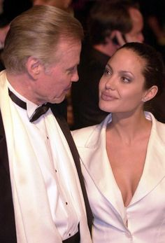 Дата: 25 марта 2001| Место: Лос-Анджелес, США Событие: вечеринка, организованная журналом «Vanity Fair» после 73-й церемонии вручения наград премии «Оскар»