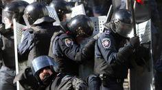 Radikale Gruppierungen seien eine Gefahr für das ganze Land. Der ukrainische Geheimdienst habe das Recht, terroristische Organisationen zu l...