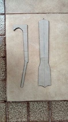 Gabaritos de vista frontal e lateral de um braço de Ukulele Barítono