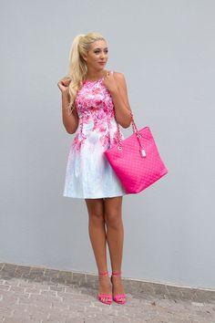 Forever New Floral Dress Hi Fashion, Floral Fashion, Fashion Dresses, Womens Fashion, Vogue, Pink Floral Dress, Forever New, Preppy Style, Spring Dresses