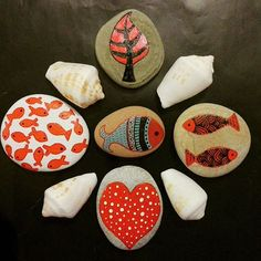 #pebblestone #pebbleart #pebbleartist #mermaidart #fish #fishing #redfish #twinfish #heart #tree #mothertree #seacreatures #sealover #sealife #seashells #iloveseaworld #ilovepainting